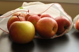 reusable bag apples